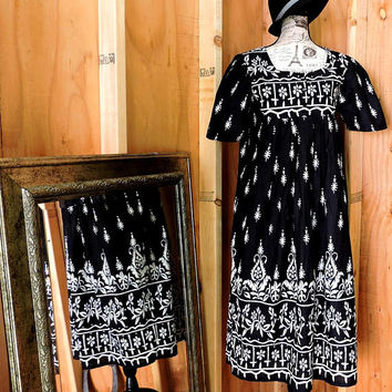 Tunic dress / S / M / boho Indie cotton tent dress  / black white kaftan / muumuu dress