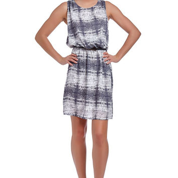 Q2 Shift Dress In Abstract Print