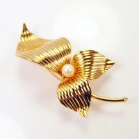 Iris Flower Brooch Textured Gold Tone With Pearl Center Metal Vintage Collectible Gift Resale Item 771