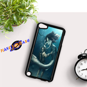 DIVER AND THE MERMAID iPod Touch 6 Case Planetscase.com