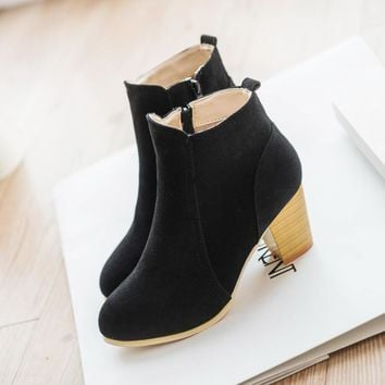 Short Cylinder Boots with High Heels