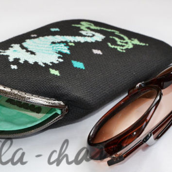 "Hand-embroidered eyeglass case with metal frame ""Sea-horse"""