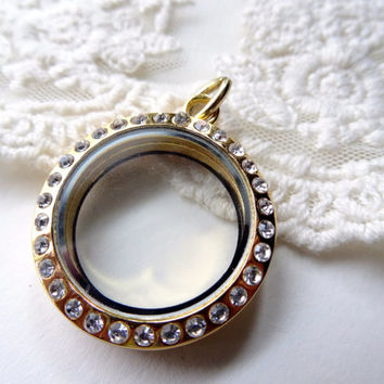 1 Round Gold and Crystal Metal Magnetic Closure Secure Glass Locket Shadow Box Pendant