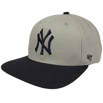 DCCKU3R New York Yankees - Sure Shot Two Tone Snapback Cap
