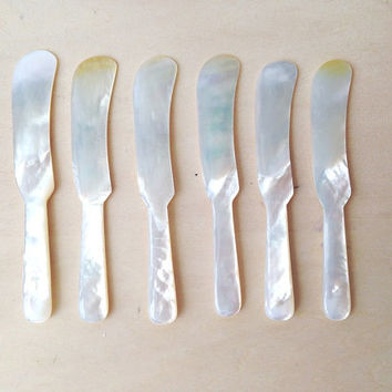 Set f six (6) Mother of Pearl Butter knives/Caviar/Jam/ Foie Gras Knife Spreaders in upholstered box