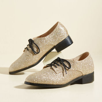 Trademark Sparkle Oxford Flat in Gold | Mod Retro Vintage Flats | ModCloth.com