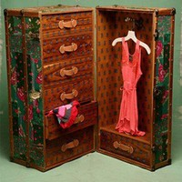 We Adore: Vintage Steamer Trunk