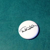 "Tom Hiddleston signature - 1"" pin-back button"