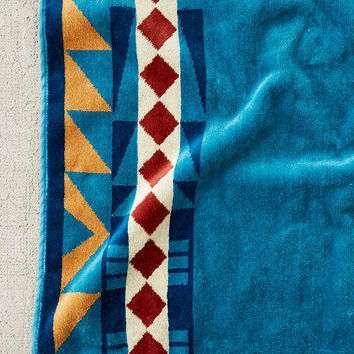 Pendleton Eagle Gift Oversized Beach Towel | Urban Outfitters