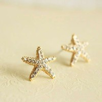 Fashion Rhinestone Stars Golden Stud Earrings