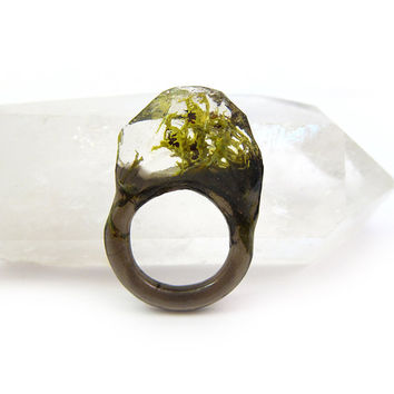Lichen Terrarium Resin Ring • Size 7 • Eco Resin Nature Ring • Asymmetrical Unusual Ring • Faceted Resin Terrarium Ring • Nature Resin Ring