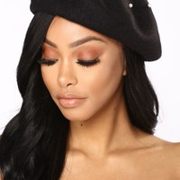 In Pearl Beret - Black