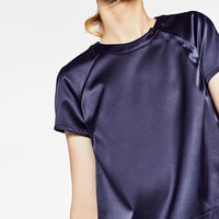TOP WITH LOW NECKLINE AT THE BACK DETAILS
