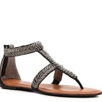 The Pink & Pepper Salior is beaded to perfection. Let this flat sandal add the perfect touch of embellishments to your warm-weather ensemble.