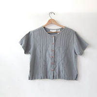 20% OFF SALE / 90s light gray linen top. cropped cotton shirt. short sleeved shirt. button front top.