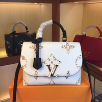 8-21【NEW】White Louis Vuitton VOLTA handbag Handbag M55060