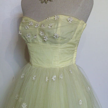 "Adorable 1950s strapless tulle prom dress w/ daisy appliques bust 32"" petite"