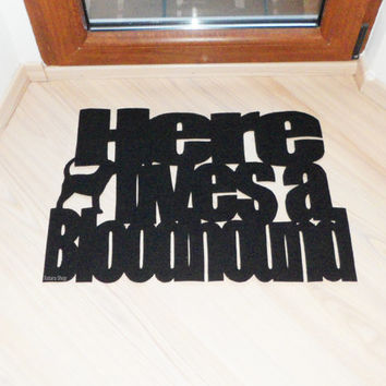 "Floor mat ""Here lives a bloodhound"" with a dog. Funny welcome mat"