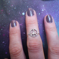 Peace sign midi knuckle ring