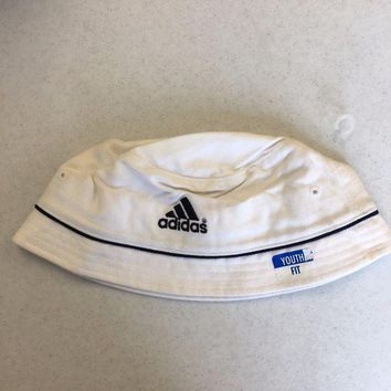 DCCKIHN BRAND NEW ADIDAS WHITE BUCKET HAT YOUTH FIT SHIPPING