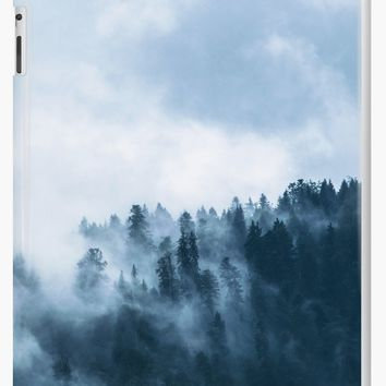 'Fog Forest Mointain' Coque et skin iPad by Creative-World