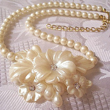 Pearl Crystal Flower Necklace Pendant Choker Gold Tone Vintage Avon 1991 Frosted Petals Rare Adjustable Choker Link Chain