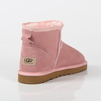UGG 2018 winter new plus velvet warm men and women models non-slip short tube snow boots