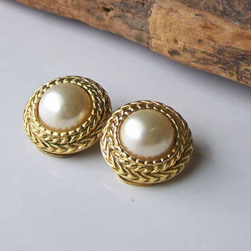 Etsy, Etsy Jewelry, Etsy Vintage, Faux Pearl Earrings, Clip On Earrings, Vintage Clip Ons, Gold Plated Earrings, Clip Ons