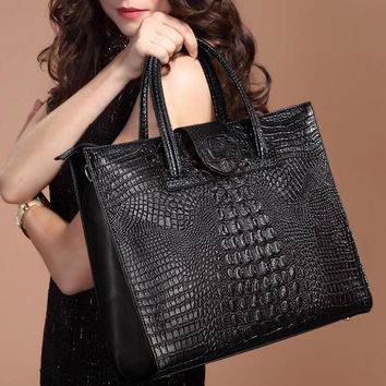 2017 High Quality Crocodile Pattern Cowhide Women's Leather Handbag Genuine Leather Female Shoulder Bag OL Commuter Computer Bag