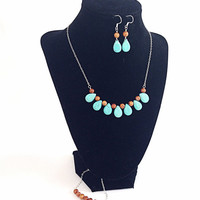 Turquoise necklace, earrings and bracelet jewelry set - statement jewelry - beadwork