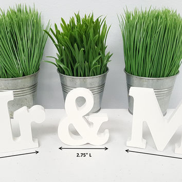 Off White wooden Mr & Mrs Sign Set for Wedding Sweetheart Table, Mr and Mrs Letters, home decorations