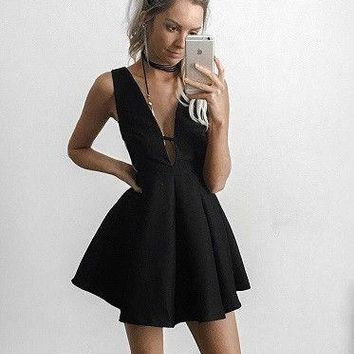 Black Short Deep V Neck Homecoming Dresses
