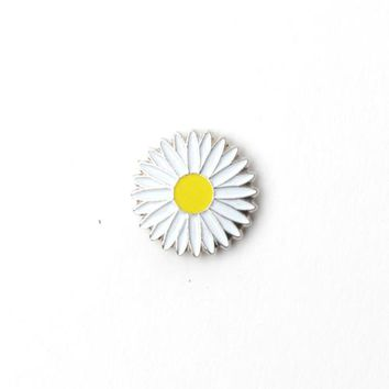 Silver Daisy- Magnetic Lapel Pin