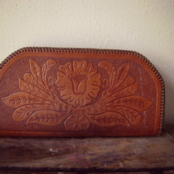 stunning 70s floral TOOLED leather clutch vintage 1970s handcrafted LEATHER purse handbag hippe boho western coin purse wallet ooak 1970s