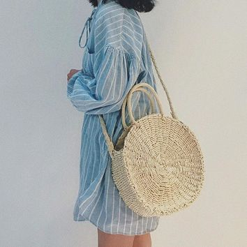 new 2018  Handmade Rattan woven Round Handbag Bohemia Style Beach Circle Bag INS Popular Retro Straw Knitted  Summer Beach bag