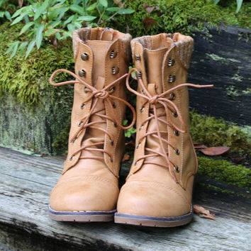 SZ 6 Folktales Wheat Lace Up Combat Boot With Sweater Details & Back Zipper