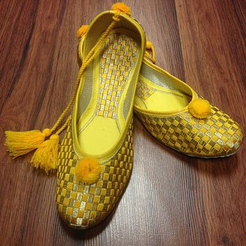 Golden yellow Juti with Laces