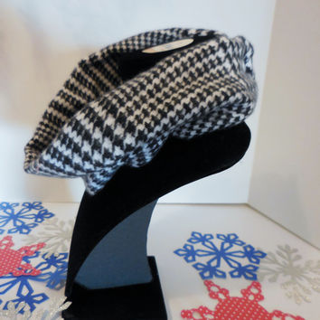 Scarf Bib Black and White Houndstooth Plaid for Babies Size 12 months- 24 months