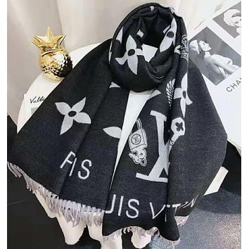 LV Louis Vuitton Autumn Winter Hot Fashionable Tassel Cashmere Cape Scarf Scarves Shawl Accessories Black