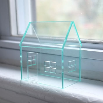 Miniature house with glass look, green edged acrylic