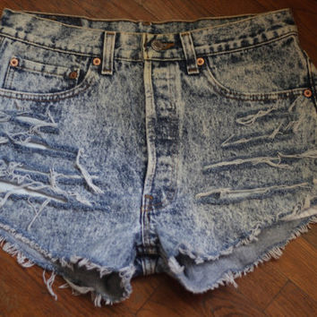 Vintage Acid Wash High Waisted Levi Shorts SIZE M