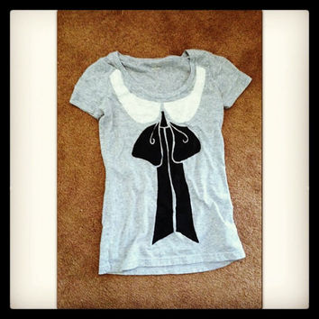 Miss Middleton trompe l'oeil womens t shirt hand stenciled collar and bow size S gray black white