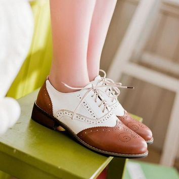 New 2018 Spring Round Toe Flat Brogue Oxford Shoes For Women Carved Lace Up Women Oxfords Shoes