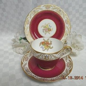 Spode England Bone china Dinnerware Regent-Red Pattern #:Y6941 3 Pc Trio C & S