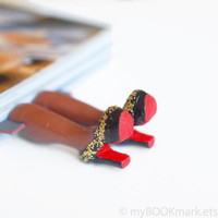 Louboutin shoes bookmark with golden glitter. by MyBookmark