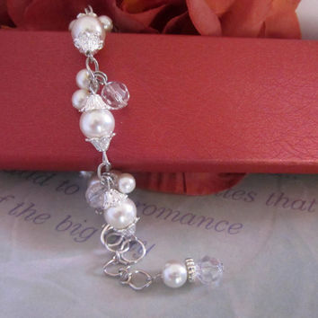 Ivory Pearl Bracelet, Dainty, Cluster Bracelet, Bridesmaid Bracelet, Pearl and Crystal Wedding Bracelet, Bridesmaid Gift