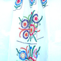 Mexican dress,Rare Mexican dress,White mexican womens clothing,Flower Peasant dress Small,Embroidered  dress,Traditional mexican dress,