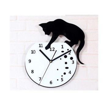 Cat climbing on the Clock Wall Clock Fashionable Creative Small Cat Wall Clock