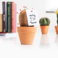 Cork Cactus : Prickly desktop organiser.