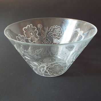 Flowers engraved, Hand engraved on glass bowl, Large glass salad bowl,  Personalized family gift, New home gift, wedding gift, Home Décor